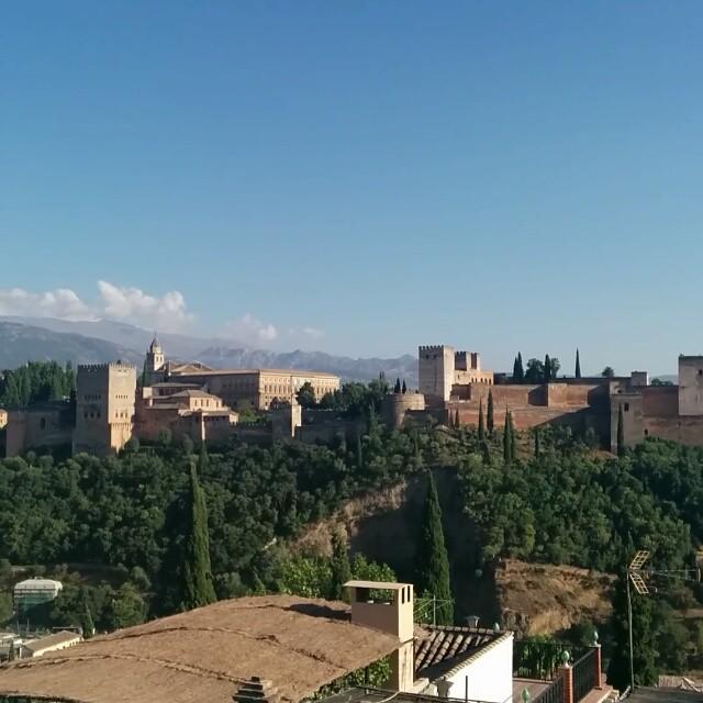 Típico en #Granada: la Alhambra desde San Nicolás
