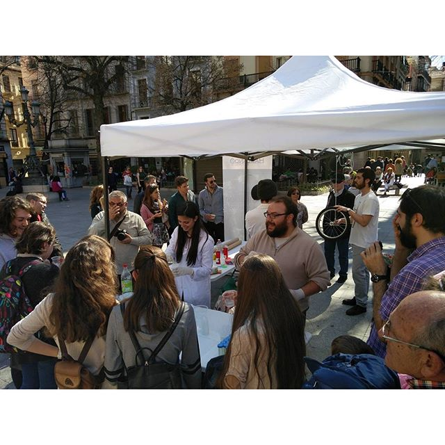La #ciencia en la calle. Literal y experimentalmente #Granada #desgrana3