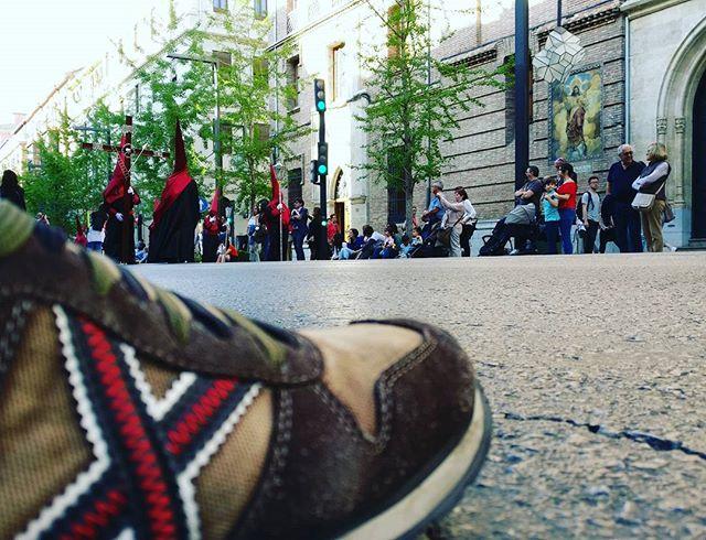Al pie de la procesión #Granada #SemanaSanta