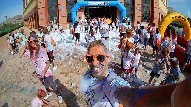 Lo prometido es deuda: este es el resultado del baño de colores de hoy #carreradecolores #gymcolor #carrerasolidaria