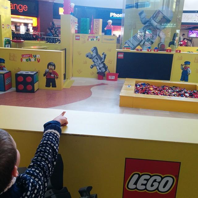 ¡Papá, Legos... LEGOS! Y a mí casi me da un Jamacuco XDD #leonesp #CruzandoMediaEspaña
