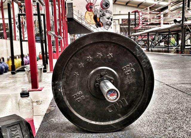 Hoy toca entrenamiento en @bierzofitness con la motivación extra de @lydiavalentin #nonstop #deadlift #picoftheday