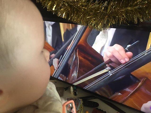 Enseñando por primera vez a los más pequeños los compases marcados por el Maestro Thielemann #músicaclásica #classicmusic #conciertoañonuevo2019
