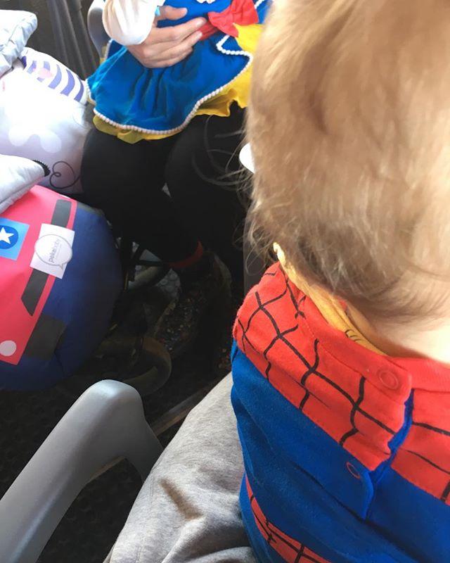 Comparto mesa con...¡Blancanieves y Spiderman! #carnaval #disfraces #estonoesunpuenteesunacueducto